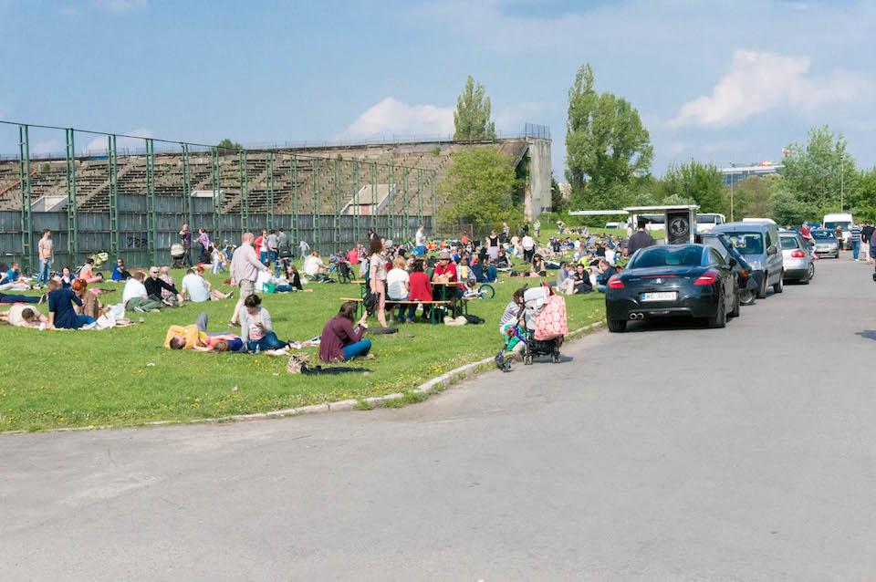 Food Truck Festival, czyli festiwal kuchni ulicznej (mobilnej). Wydarzenie odbywało się na Polu Mokotowskim przy klubie Iskra.