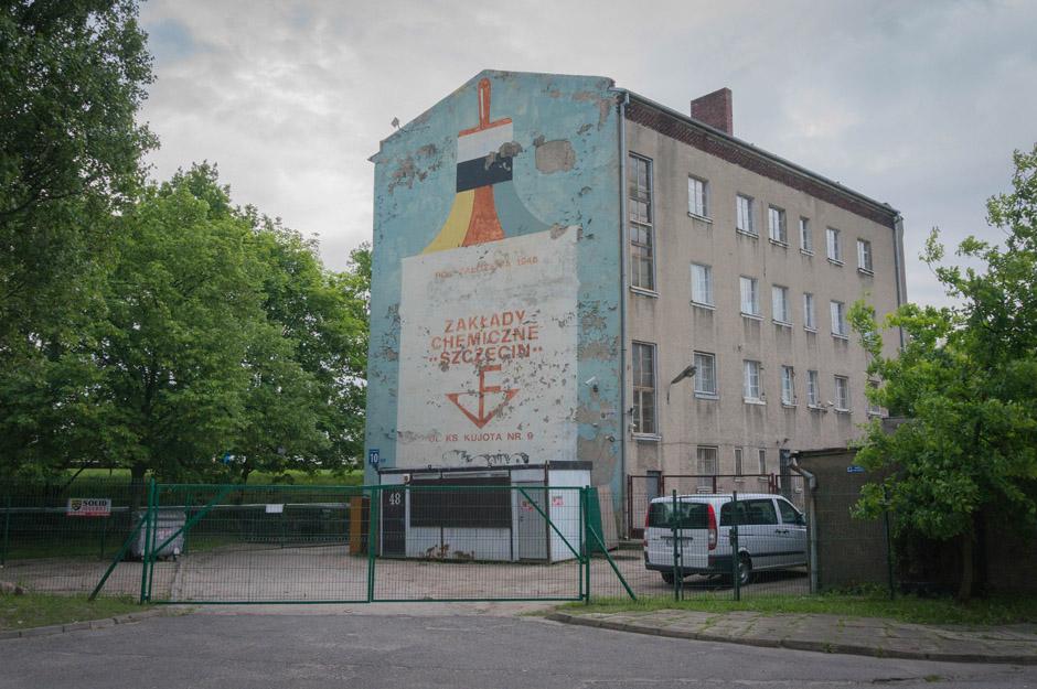 Streetart z dawnych lat - czyli mural reklamowy.