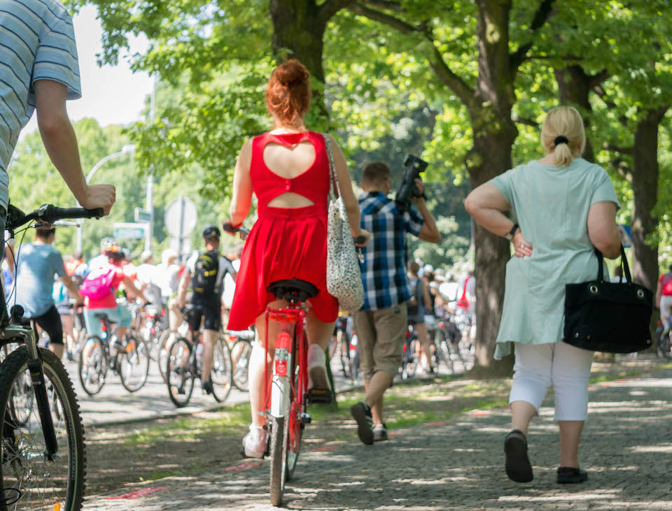 Sukienka pod kolor roweru. Lub na odwrót. Świetna stylizacja.