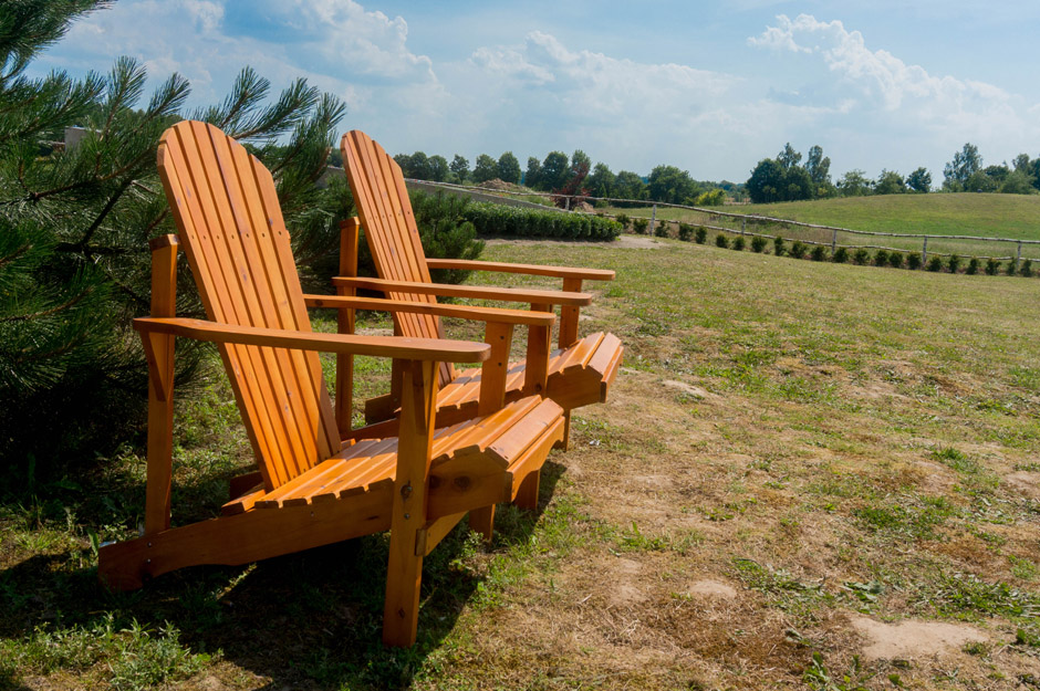 Jest sporo miejsca do odpoczynku: takie wygodne krzesła, są też leżaki.