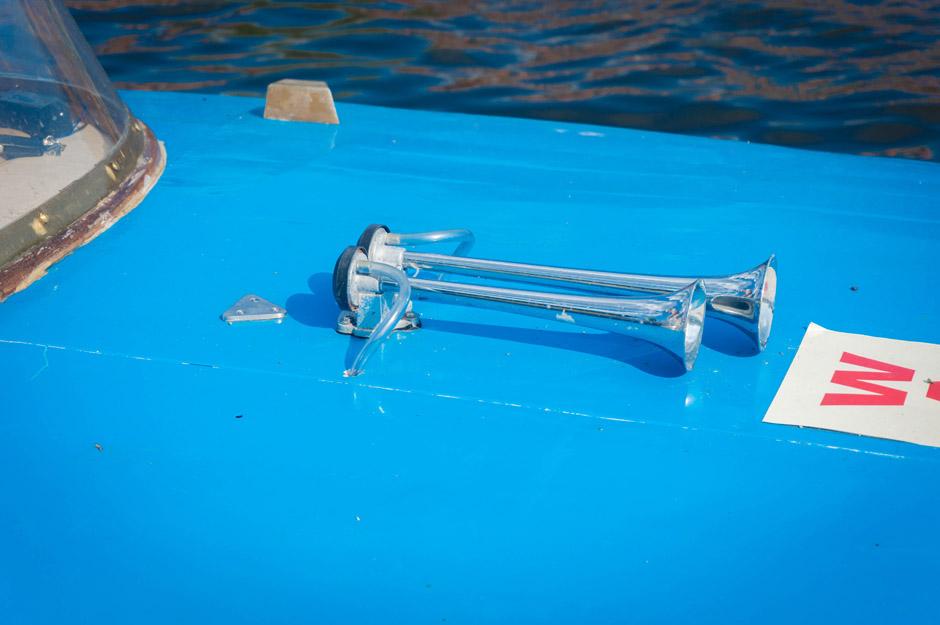 Wołga-70 to mini-wodolot, ma płozy. Może osiągnąć prędkość nawet 70 km/h. Również na wodzie można dostać mandat na przekroczenie prędkości ;)