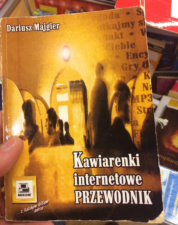 Niezwykle przydatna książka. Spis kafejek internetowych z całej Polski. Ze Szczecina 20 takich miejsc. Aż się łezka w oku kręci - to były czasy, kiedy strony internetowe ściągało się i czytało później w domu.