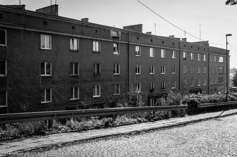 Spacerując, a raczej szybko przemykając ulicami Szczecina, widzimy, takie, smutne, ponure, szare budynki.