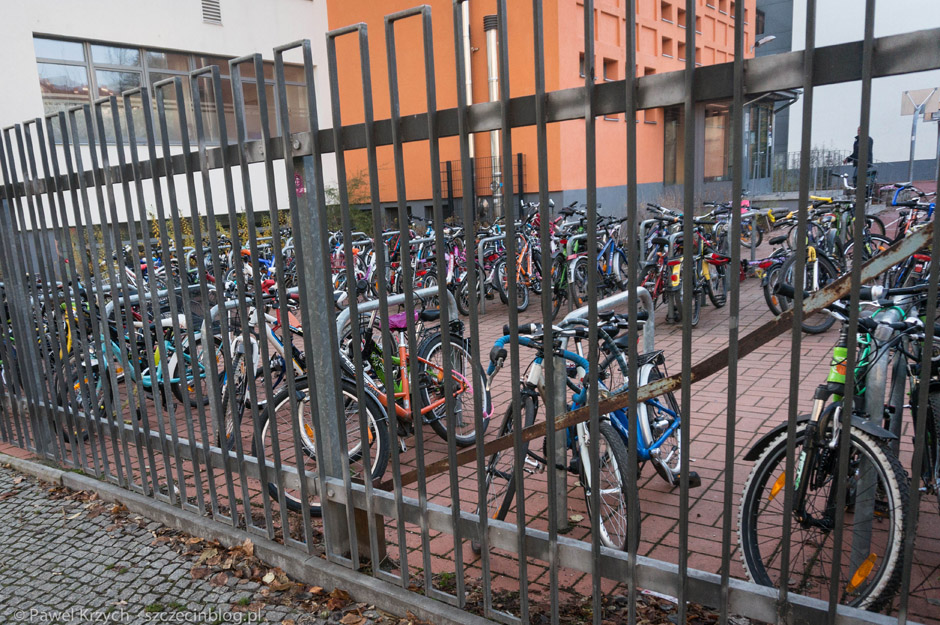 Rowerowy parking pod placówką oświatową. A jak Twoje dziecko dojeżdża do szkoły?