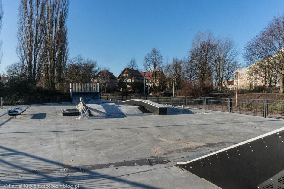 I miła niespodzianka. W okolicy postoju taksówek przy ul. Rugiańskiej powstaje skatepark.