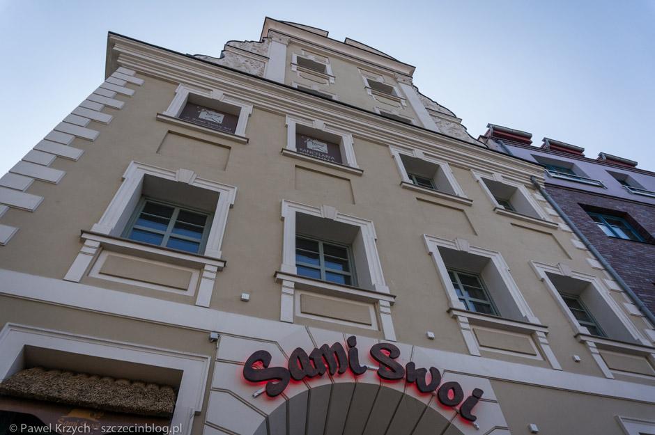 Sami Swoi mieszczą sięw bardzo ładnej kamienicy przy Rynku Siennym.