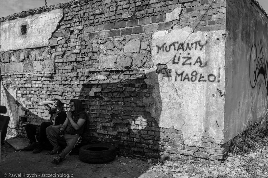 Wojna trwa również na murach...