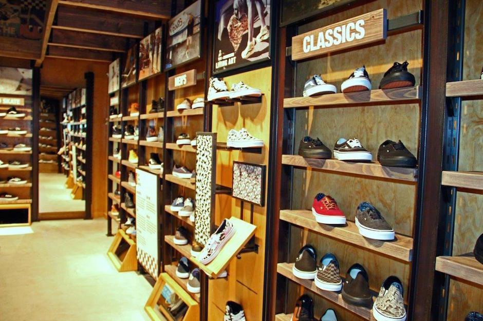 Kultowa marka z lat moich młodości VANS otworzyła pierwszy sklep w Szczecinie. Znajduje się na poziomie 2 w Centrum Galaxy - w ofecie znajdziemy obuwie, ubrania oraz akcesoria.
