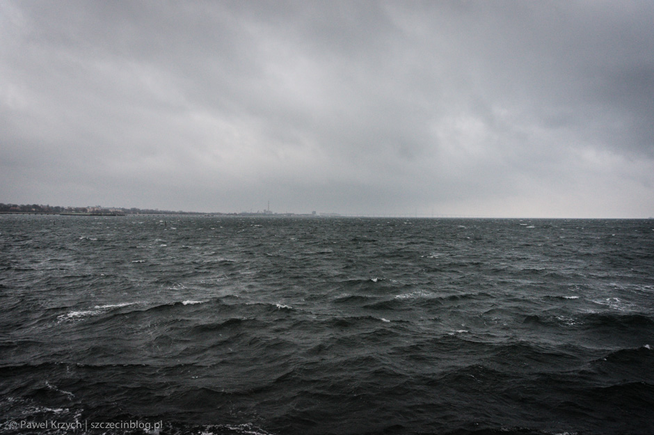 W oddali, za mgłą, przeprawa Oresund, przez którą mieliśmy dostać siędo Danii.