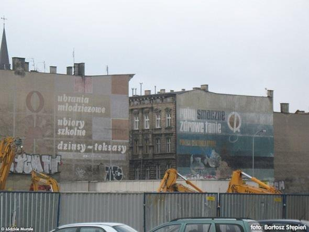 Panorama reklam – odzieżowej i rybnej – z ul. Kaszubskiej.
