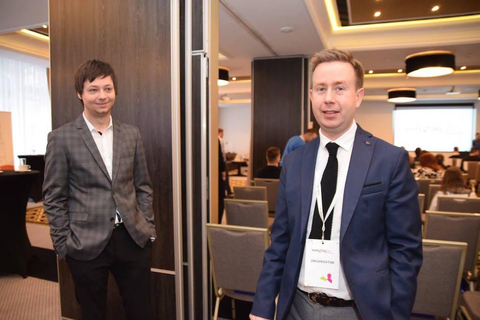 Od lewej: Konrad Dembczyński i Michał Hamera podczas Marketing Trends 2016 w Hotelu Dana