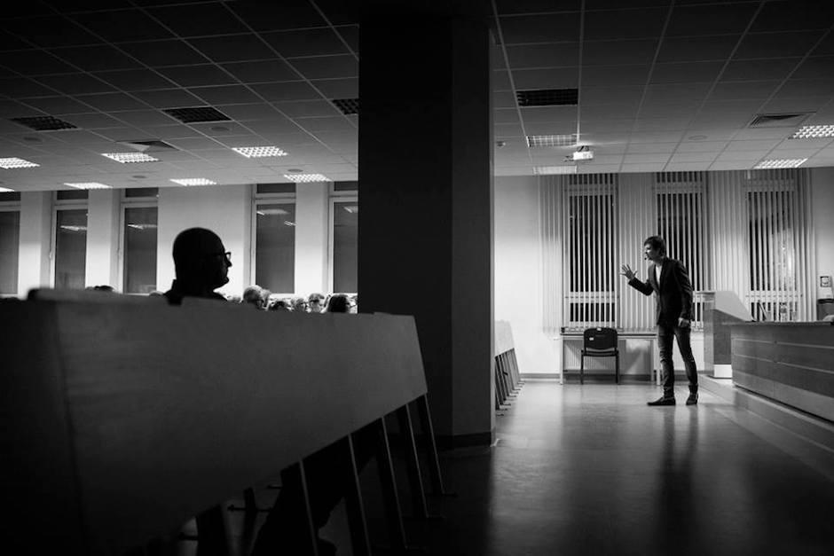 Konrad Dembczyński podczas wydarzenia Światowy Tydzień Przedsiębiorczości na Wyższej Szkole Bankowej w Szczecinie