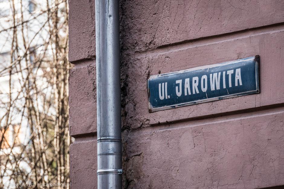 """Tutaj """"ul. Jarowita"""". Obok """"ul. Jarożegna"""". Badum tsss! Popijcie czymś!"""