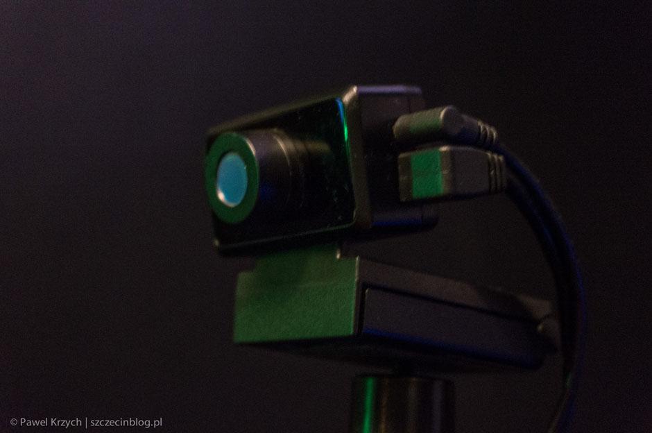 Dodatkowa kamerka do Oculus Rift, która monitoruje wychylenia głowy. +10 do realizmu.