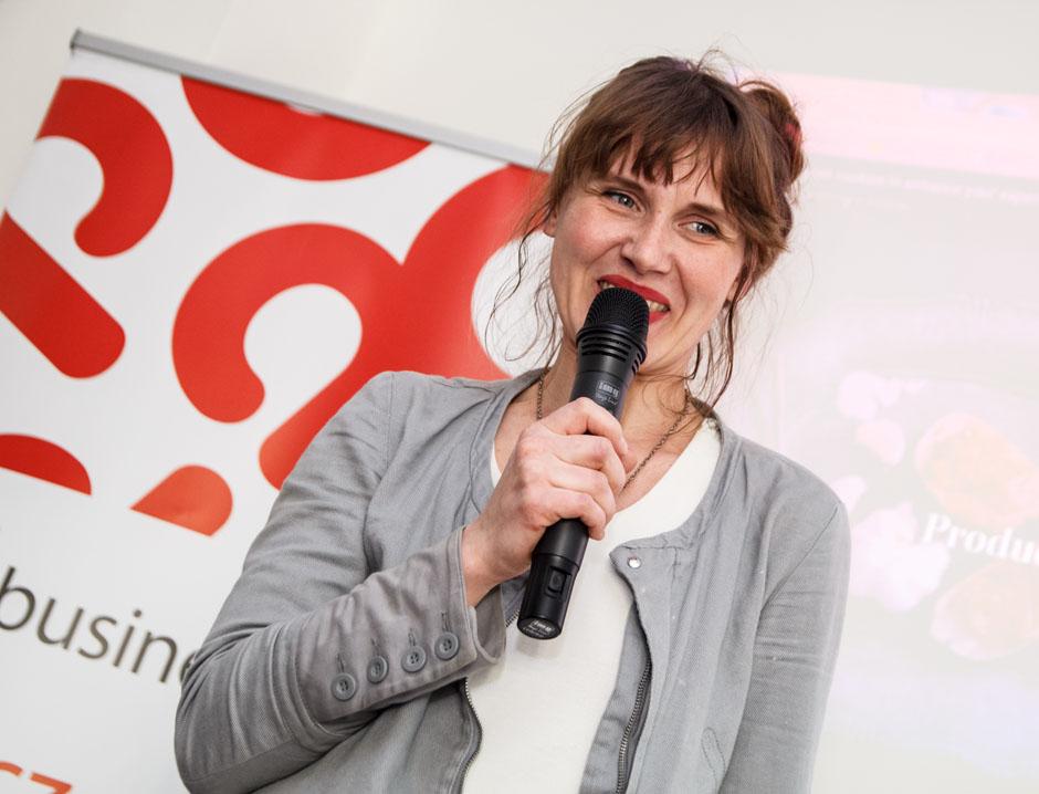 Na kwietniowym Geek Girls Carrots gościłyśmy Edytę Ryłek ze szczecińskiej firmy Dige. Edyta choć z wykształcenia jest filozofką, to od ok. 10 lat pracuje w branży IT jako front-end developer.