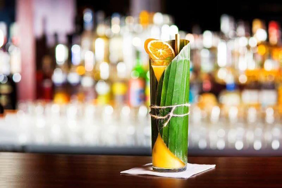 """Mój faworyt z oferty: """"Wspomnienie z Bangkoku"""". Kubański rum o smaku liści limonki kaffir z przecierem z owoców marakuji oraz świeżo wyciśniętym sokiem z różowego grapefruita."""